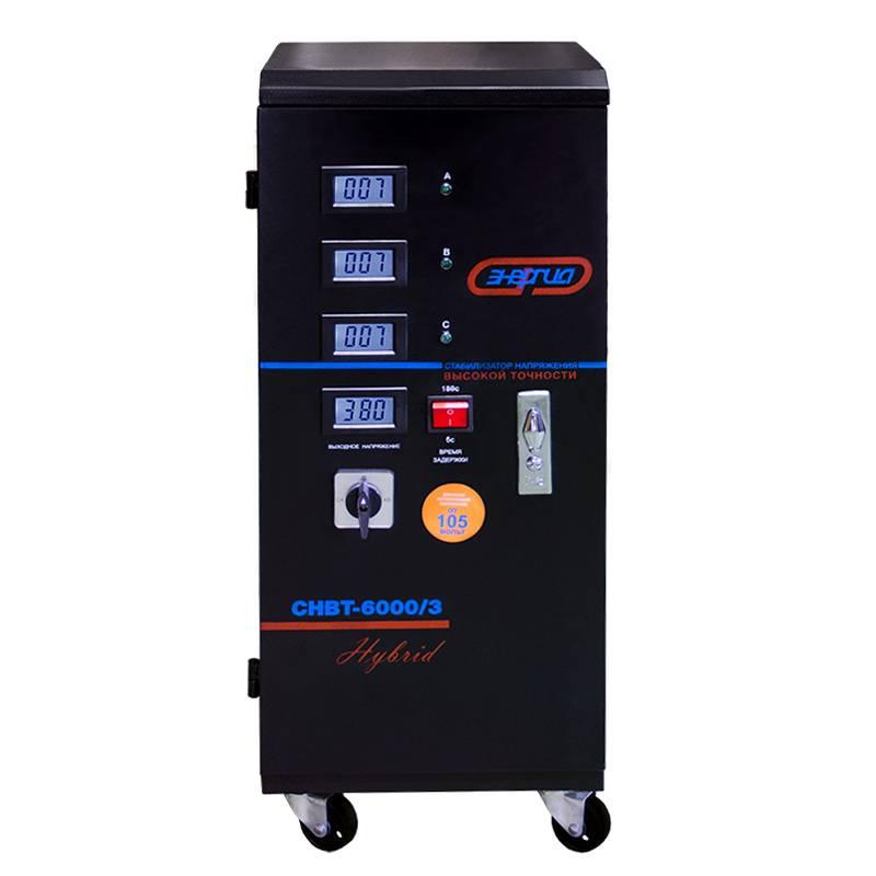 Стабилизатор напряжения Энергия HYBRID СНВТ 6000/3 (6 кВА)Стабилизаторы<br><br>Cтрана производства: Россия; Гарантия: 12 месяцев; Расчетный срок службы: 10 лет; Габаритные размеры (мм): 286х355х692; Вес (кг): 34;
